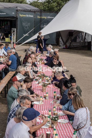 Fællesmorgenmad på cirkuspladsen