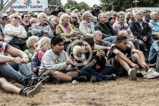 Tilskuere ved Cirkuspladsen